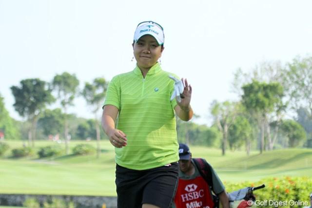 2010年 HSBC女子チャンピオンズ3日目 宮里美香 ラウンド中でも余裕の表情。3日目で初めてアンダーパーも記録しました