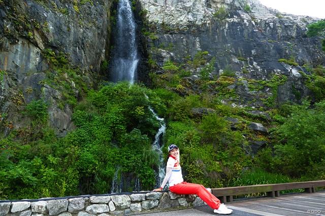 2019年 ハンファクラシック 三浦桃香 9番グリーン脇には滝があるのです