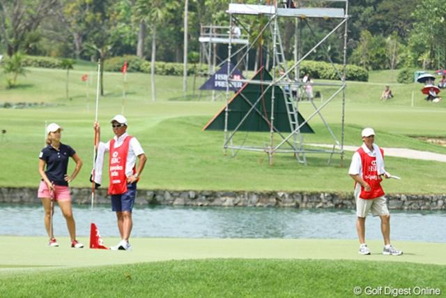 2010年 HSBC女子チャンピオンズ3日目 上田桃子とテリー キム・インキョンのバックを担ぐのはかつての相棒。微妙な距離がありました