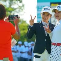 表彰式後、一緒に記念撮影。 2019年 ニトリレディスゴルフトーナメント 最終日 安田祐香 和久井麻由