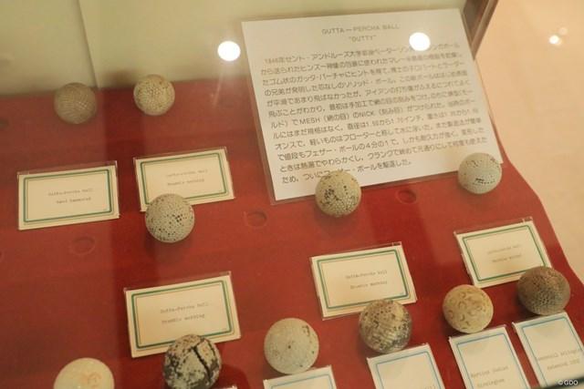 100年以上前に主流だったガッタパーチャ・ボール。すでにディンプルがある