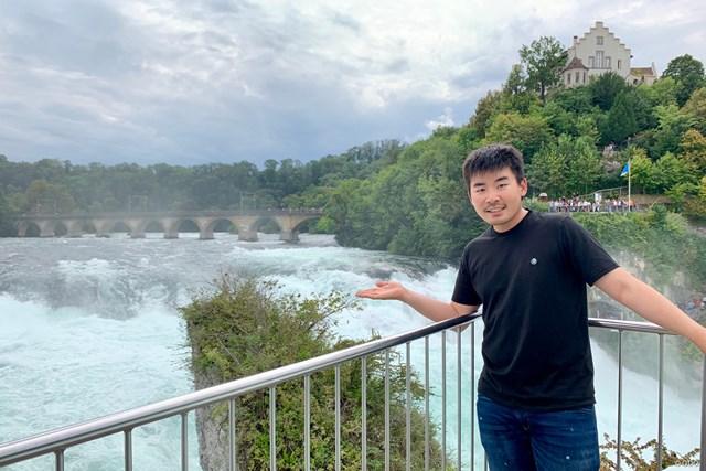スイスのライン滝で。今週は台湾でプレーします