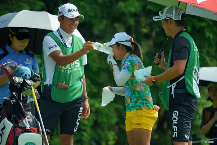 どうした?鼻血?暑さでのぼせちゃったかな? 2019年 ゴルフ5レディス プロゴルフトーナメント 最終日 浅井咲希