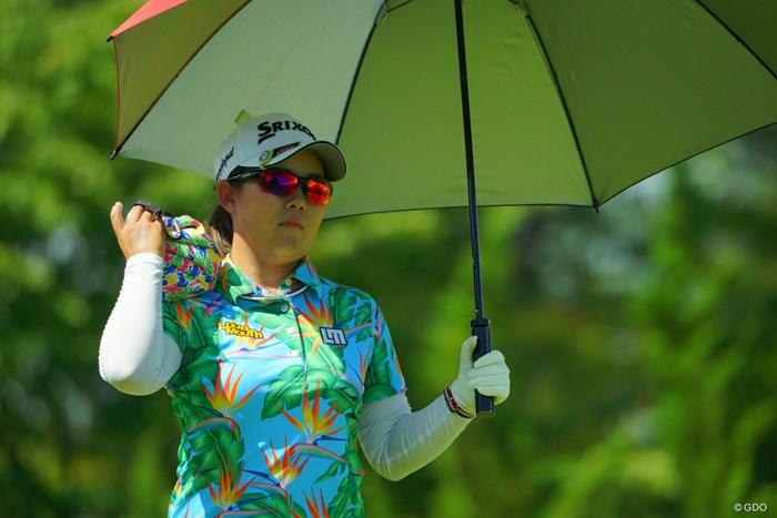 ウェアだけじゃなく、氷嚢までド派手カラー。 2019年 ゴルフ5レディス プロゴルフトーナメント 最終日 浅井咲希