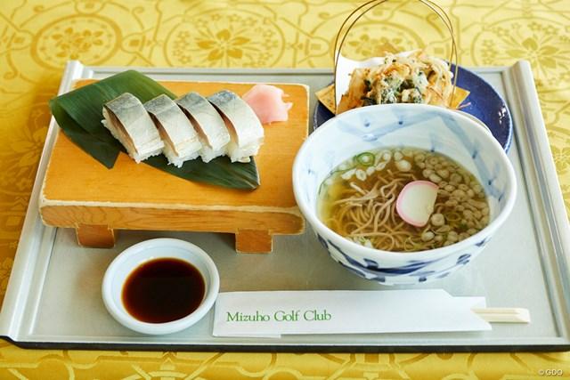 鯖松前寿司と季節の天ぷら+そばまたはうどんセット、価格1785円(税込)