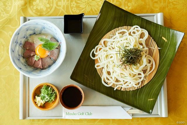 ローストビーフ丼とそばまたはうどんセット、価格 1785円(税込)