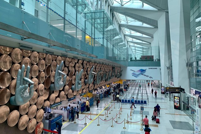 インドのデリー空港。宗教デザインが近代化されています