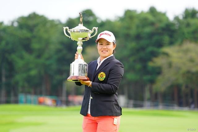 後続に8打差つけた通算20アンダーで大会2連覇を達成 ※2017年「日本女子オープン」