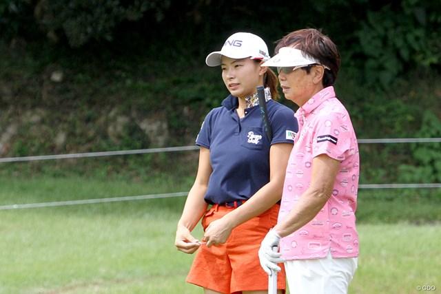 渋野日向子(左)&樋口久子LPGA顧問。2人の海外メジャー優勝者による豪華共演となった