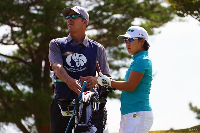 「女子プロゴルフ選手権」から2大会連続優勝がかかる畑岡奈紗(右)