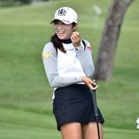 練習中に笑顔を見せるイ・ボミ。左手薬指には婚約指輪がキラリ 2019年 日本女子オープンゴルフ選手権 事前 イ・ボミ