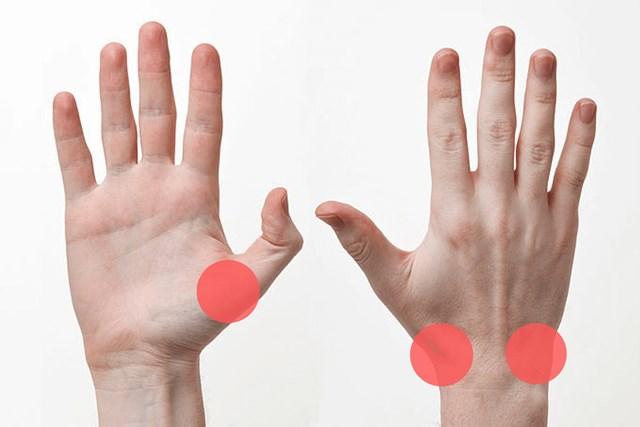 親指の付け根や手首付近に痛みが発生しやすい