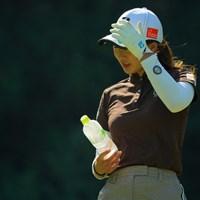 風が強くて帽子が飛ばされちゃうよぉ。 2019年 日本女子オープンゴルフ選手権 3日目 松田鈴英