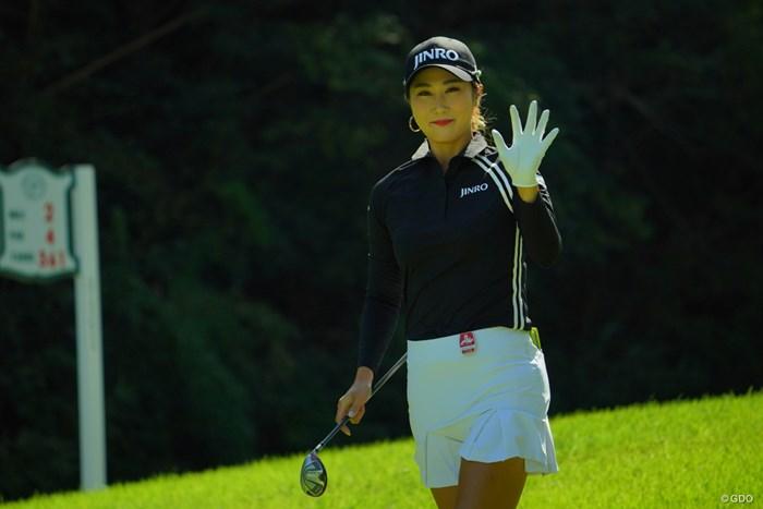 黒いウェアがビシッと決まってるね。 2019年 日本女子オープンゴルフ選手権 3日目 キム・ハヌル