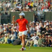 「初心に帰るつもりで」とアマチュア時代に優勝した時と同じカラーのウェアを着用して臨んだ 2019年 日本女子オープンゴルフ選手権 最終日 畑岡奈紗