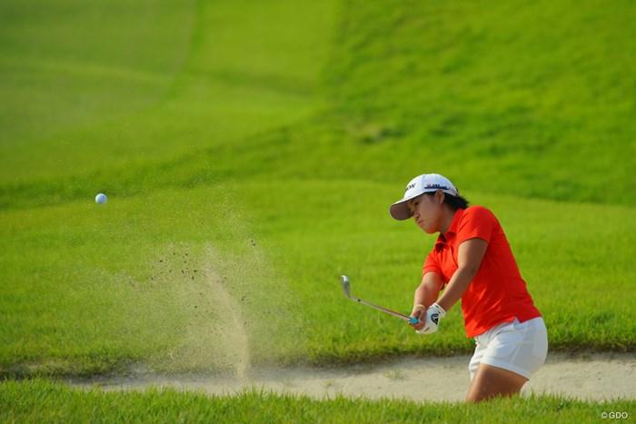 大きく右手首を使う、特殊なバンカーショットの打ち方に見えました。 2019年 日本女子オープンゴルフ選手権 最終日 畑岡奈紗