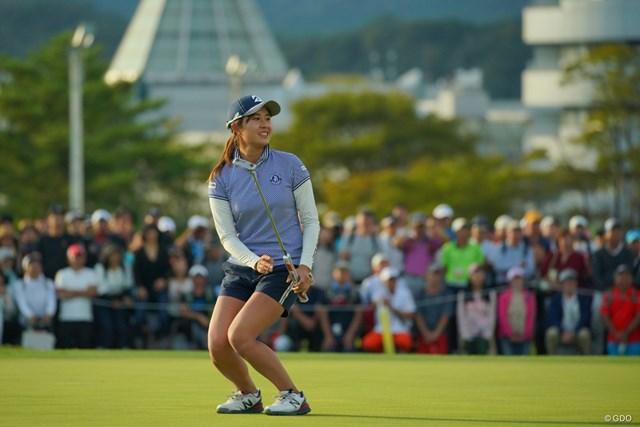 2019年 日本女子オープンゴルフ選手権  最終日 大里桃子 大勢のギャラリーから見守れる中、最終18番でバーディを奪いガッツポーズ