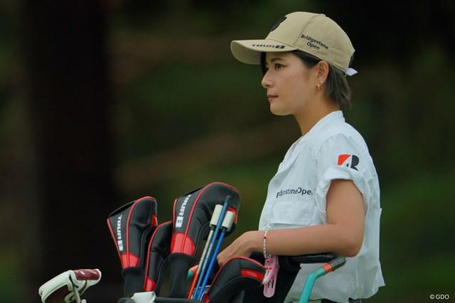 女優・伊藤かずえさん似のキャディさん。それにしても袖ヶ浦は美人キャディさんばかりだなぁ。