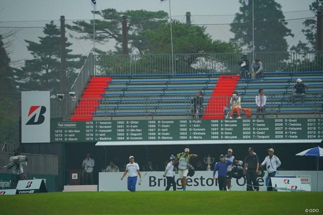台風の接近により大会3日目の中止が決定。第2ラウンドは午前7時にスタートした