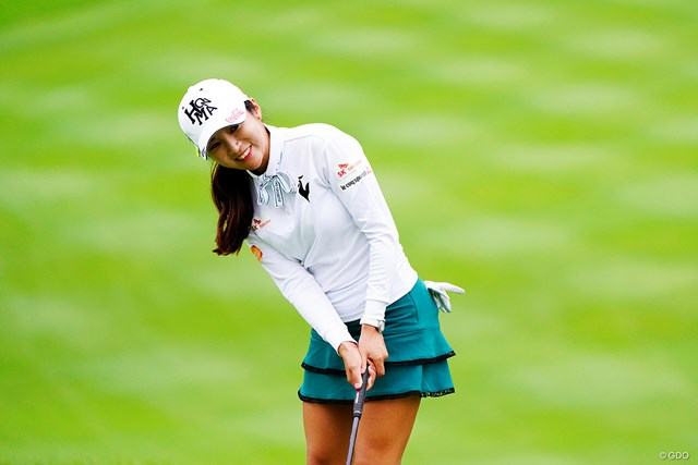 2019年 スタンレーレディスゴルフトーナメント 初日 イ・ボミ リボンのラインカラーとスカートの色をうまく合わせたお手本コーディネート