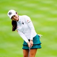 リボンのラインカラーとスカートの色をうまく合わせたお手本コーディネート 2019年 スタンレーレディスゴルフトーナメント 初日 イ・ボミ