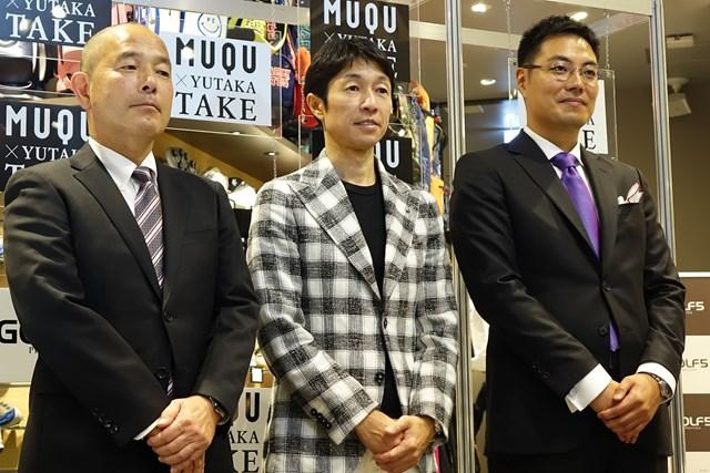 左からアルペンの岡本真一郎部長、武騎手、KASANEの迫田邦裕社長。「ゴルフ5 プレステージ」新宿店にて