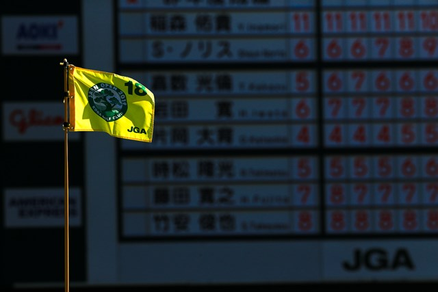 古賀GCで日本オープン開幕を待つピンフラッグ