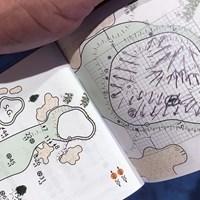 藤田寛之のコースメモ。自ら書き込んだ矢印がグリーンの傾斜を示している 2019年 日本オープンゴルフ選手権競技 初日 藤田寛之のヤーデージブック
