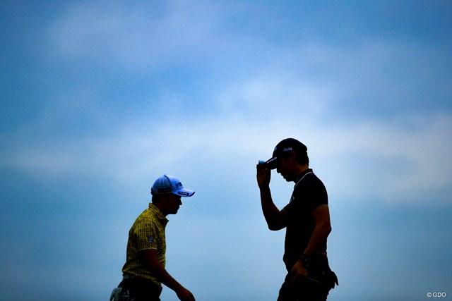 賞金ランク2位の石川遼(右)は同1位の今平周吾に8打差をつけられた