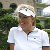 欧州ツアー通算2勝、今季で国内ツアー2年目に突入しているイギリス出身のサマンサ・ヘッド。今週の「ミヤギテレビ杯ダンロップ女子オープンゴルフトーナメント」初日を単独トップ。プライベートの問題も解決し、日本での初勝利もそう遠くないはずだ。 2004年 ミヤギテレビ杯ダンロップ女子オープンゴルフトーナメント 初日 サマンサ・ヘッド