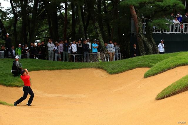 2019年 日本オープンゴルフ選手権競技 3日目 金谷拓実 第2ラウンドの17番でバンカーからスーパーショット。金谷拓実は4回目のローアマを狙う