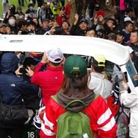 ロリー・マキロイが乗るカートに人が集まり動けない状態に 2020年 ZOZOチャンピオンシップ 事前 ロリー・マキロイ