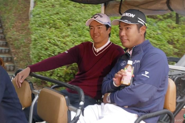 記者会見を終えて一緒のカートに乗る2人 松山英樹と石川遼
