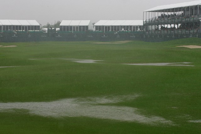 2010年 プエルトリコオープン初日 初日から悪天候に見舞われ、僅か9人しかスタートできなかった (Michael Cohen /Getty Images)