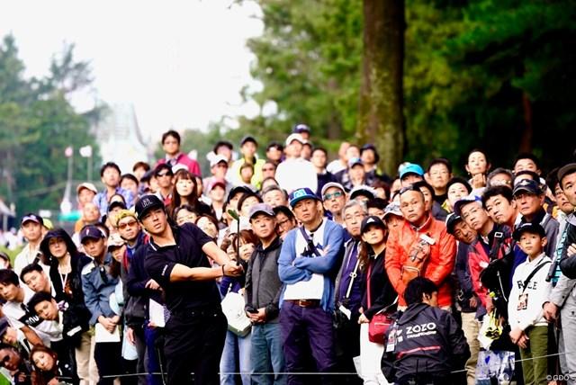 2020年 ZOZOチャンピオンシップ 4日目 石川遼 大勢のギャラリーを引き連れる石川遼