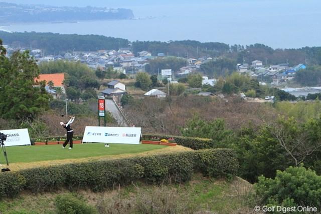 2010年 ヨコハマタイヤゴルフトーナメントPRGRレディスカップ2日目 森田理香子 高知の海が一望できる18最終ホール