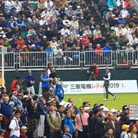 本日一番のギャラリーがいたのはこの組 2019年 樋口久子 三菱電機レディスゴルフトーナメント 最終日 原英莉花