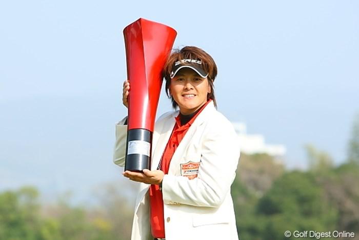 06年以来4年ぶりの優勝を果たしたウェイ・ユンジェ 2010年 ヨコハマタイヤゴルフトーナメント PRGRレディスカップ最終日 ウェイ・ユンジェ