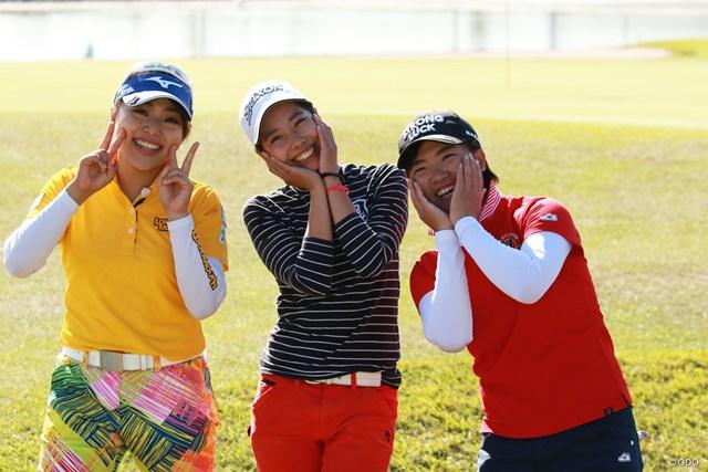 初日を終えた開放感からこの笑顔。左から幡野夏生、高野あかり、石倉佳那子