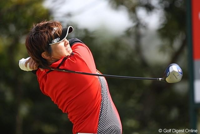2010年 ヨコハマタイヤゴルフトーナメントPRGRレディスカップ最終日 ウェイ・ユンジェ うおりゃっ!ここまで振ってんだから飛んでけー!