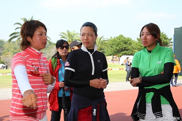 2010年 ヨコハマタイヤゴルフトーナメントPRGRレディスカップ最終日 森田理香子、服部真夕、若林舞衣子 えー優勝がひっくり返るの? うそっこわっ!