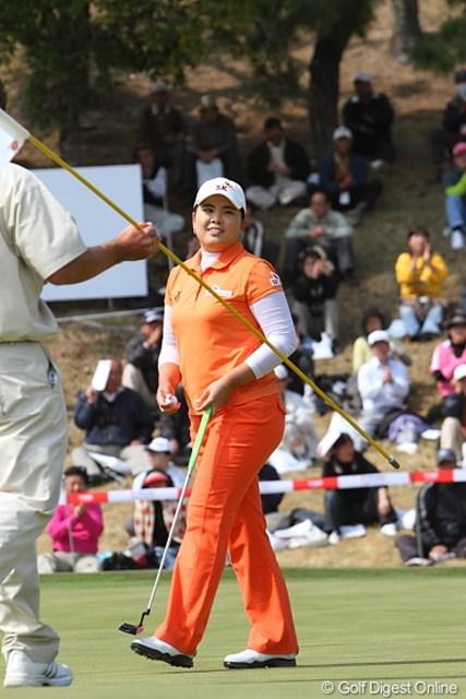 2010年 ヨコハマタイヤゴルフトーナメントPRGRレディスカップ最終日 朴仁妃 この瞬間は朴プロが優勝だったのに。。。