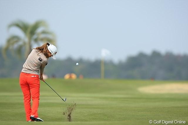 2010年 ヨコハマタイヤゴルフトーナメントPRGRレディスカップ最終日 上田桃子 やっぱり高知って南国?