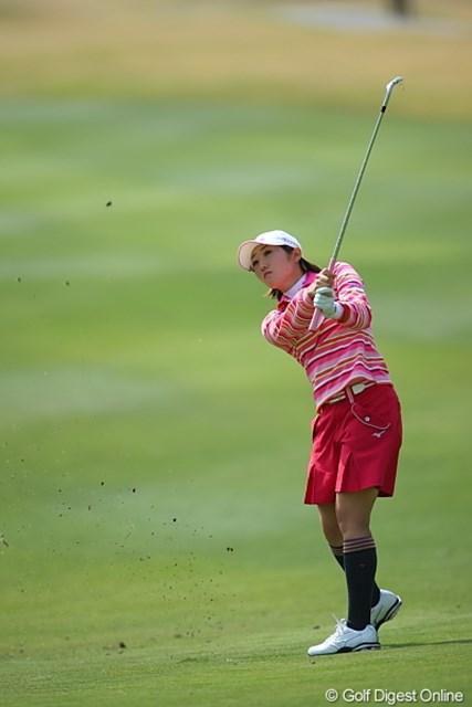 2010年 ヨコハマタイヤゴルフトーナメントPRGRレディスカップ最終日 飯島茜 今年からウェアも一新してちょっとお洒落なイメージになった飯島茜プロ