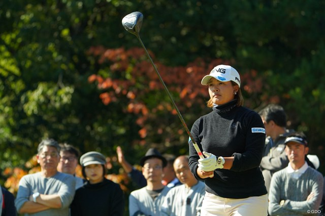 鈴木愛が2週連続優勝へ3打差首位