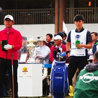 息子の貴之さんは会社を休んでキャディに 2019年 富士フイルム シニア チャンピオンシップ 最終日 鈴木亨