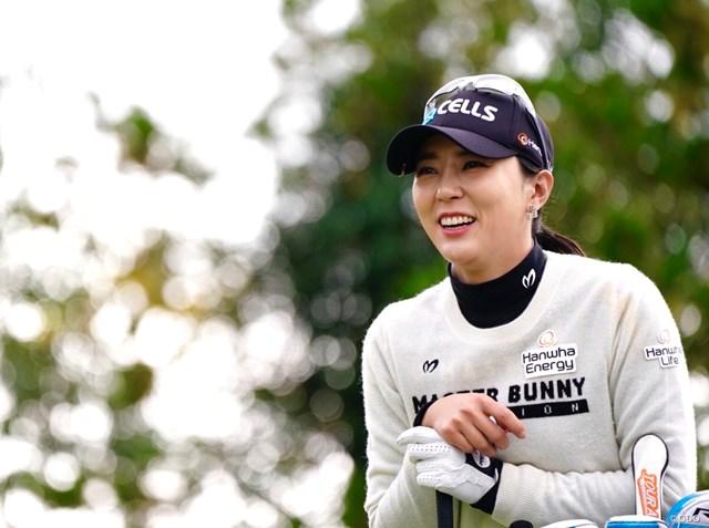 韓国のユン・チェヨンが首位発進