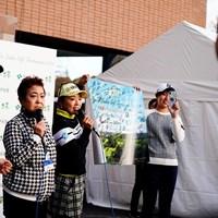 左から成田美寿々、鈴木美重子さん、有村智恵、大里桃子 2019年 伊藤園レディスゴルフトーナメント 初日 チャリティイベント