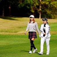 金田久美子(左)は引退を表明した親友の大江香織とラウンド 2019年 伊藤園レディスゴルフトーナメント 初日 金田久美子 大江香織