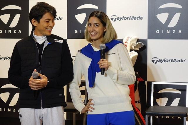 トークイベントに参加した俳優の藤木直人さん(左)とタレントの森泉さん